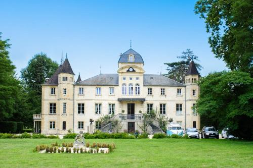 Varennes-les-Nevers Chateau Sleeps 16 Pool WiFi : Hebergement proche de Saint-Éloi