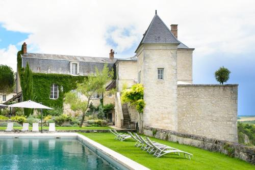 Mailly-le-Chateau Chateau Sleeps 33 Pool Air Con : Hebergement proche de Brèves