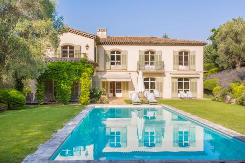 Mougins Villa Sleeps 10 Pool WiFi : Hebergement proche de Mougins