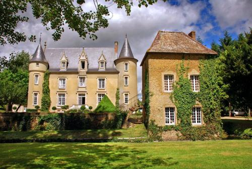 Lombron Chateau Sleeps 18 Pool Air Con WiFi : Hebergement proche de Cherré