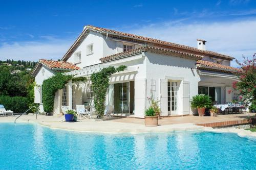 Mougins Villa Sleeps 12 Pool Air Con WiFi : Hebergement proche de Mougins