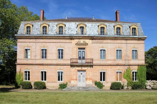 Le Fousseret Chateau Sleeps 14 Pool WiFi : Hebergement proche de Bax
