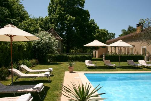 Estang Chateau Sleeps 15 Pool WiFi : Hebergement proche de Bourrouillan
