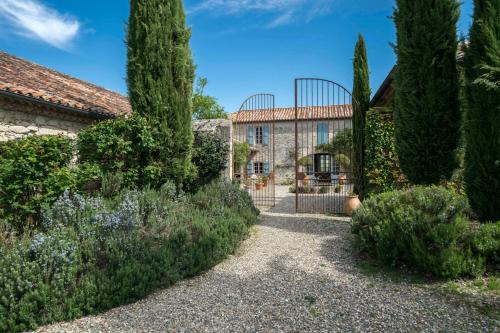 Sainte-Mere Villa Sleeps 8 Pool WiFi : Hebergement proche de Pauilhac