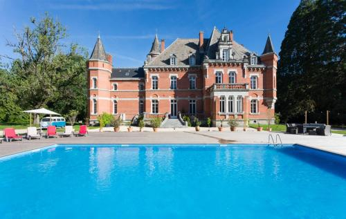 Lorp-Sentaraille Chateau Sleeps 26 Pool WiFi : Hebergement proche de Lacourt