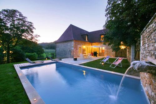 Saint-Amand-de-Coly Villa Sleeps 8 Pool Air Con : Hebergement proche de La Cassagne