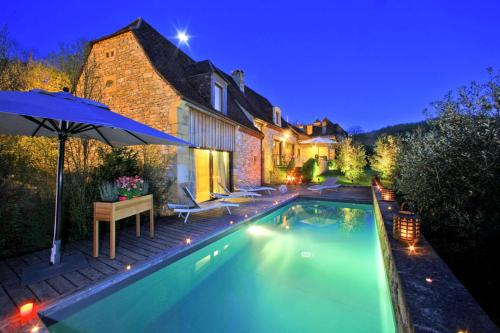 Saint-Amand-de-Coly Villa Sleeps 6 Pool Air Con : Hebergement proche de La Cassagne