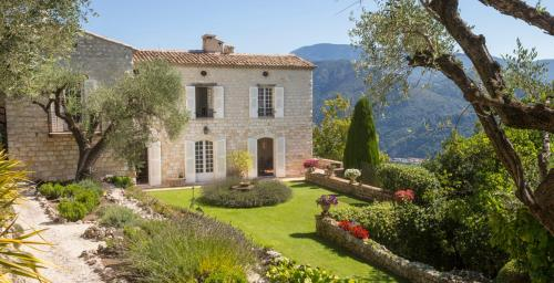 Saint-Martin-de-Pallieres Chateau Sleeps 14 Pool : Hebergement proche de Coaraze