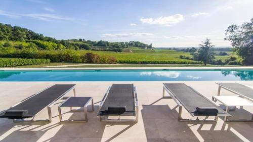 Sainte-Colombe-en-Bruilhois Villa Sleeps 8 Pool : Hebergement proche de Bossugan