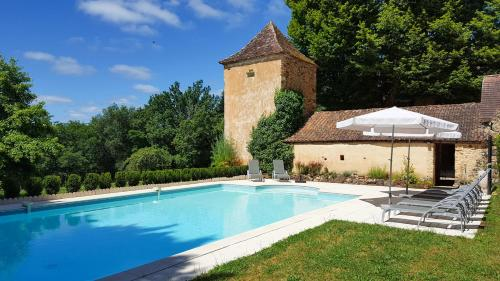 Saint-Avit-de-Vialard Villa Sleeps 8 Pool WiFi : Hebergement proche de Journiac
