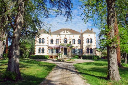 Gaillac Chateau Sleeps 20 Pool Air Con WiFi : Hebergement proche de Puybegon