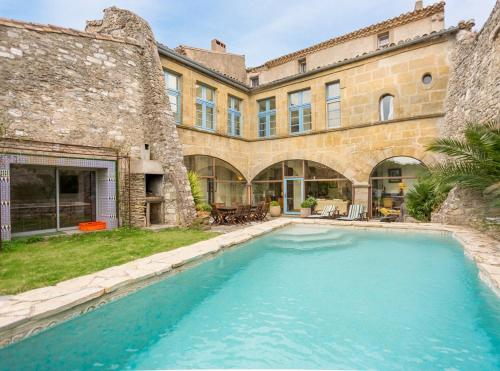 Limousis Chateau Sleeps 12 Pool WiFi : Hebergement proche de Villegly