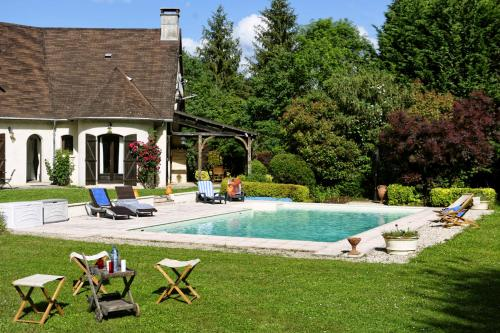La Tree Villa Sleeps 8 Pool WiFi : Hebergement proche de Charny
