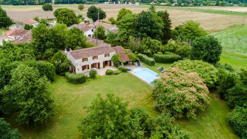 Chermignac Villa Sleeps 6 Pool : Hebergement proche de Colombiers