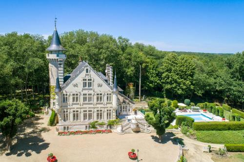 Cernay Chateau Sleeps 12 Pool : Hebergement proche de Mondion