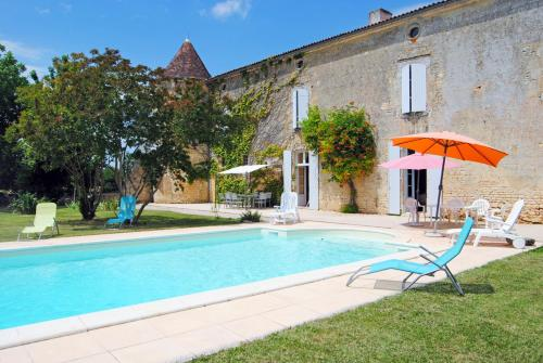 Hébergement Villars-en-Pons Chateau Sleeps 14 Pool WiFi