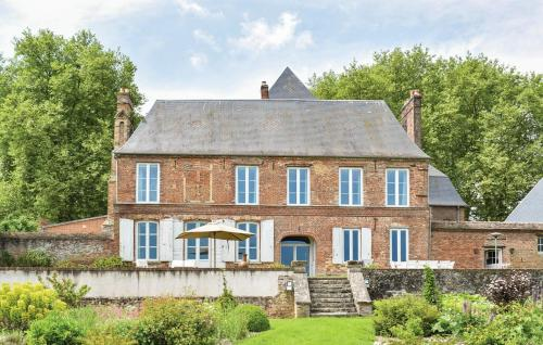 Gournay-en-Bray Chateau Sleeps 12 Pool WiFi : Hebergement proche de Bosquentin