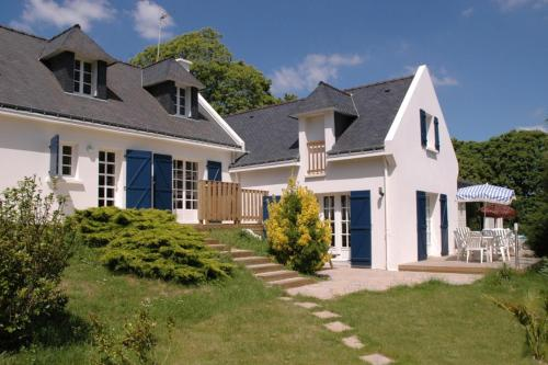 Clohars-Carnoet Villa Sleeps 10 Pool : Hebergement proche de Villeneuve-Saint-Salves