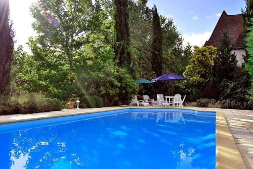 Thenon Villa Sleeps 8 Pool : Hebergement proche de Limeyrat
