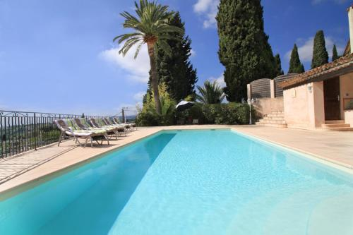 Grasse Villa Sleeps 8 Pool : Hebergement proche de Saint-Vallier-de-Thiey