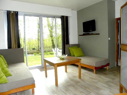 Holiday home bis route de Saint Quentin : Hebergement proche de Quierzy
