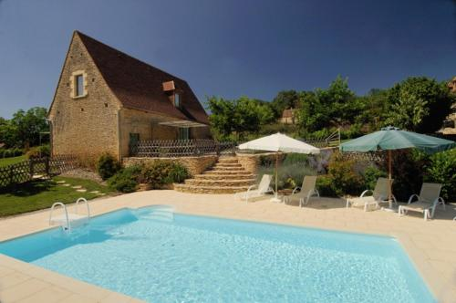 Saint-Avit-de-Vialard Villa Sleeps 6 Pool WiFi : Hebergement proche de La Cassagne