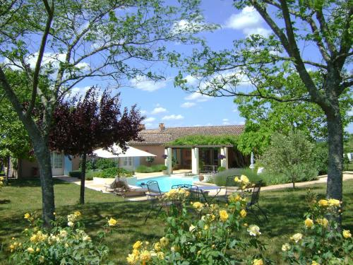 Sainte-Colombe-de-Duras Villa Sleeps 6 Pool WiFi : Hebergement proche d'Esclottes