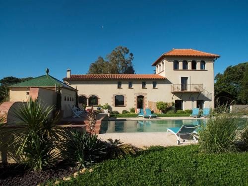 Canet-en-Roussillon Villa Sleeps 14 Pool Air Con : Hebergement proche de Villelongue-de-la-Salanque