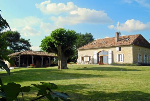 Levignac-de-Guyenne Villa Sleeps 10 Pool Air Con : Hebergement proche de Moustier
