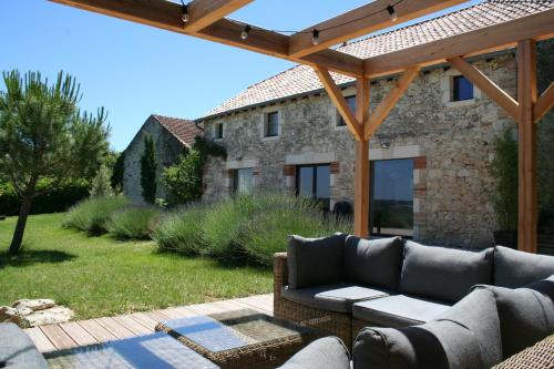 Photo Miramont-de-Quercy Villa Sleeps 8 Pool WiFi