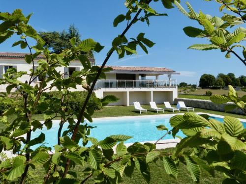 Saint-Pardon-de-Conques Villa Sleeps 12 Pool WiFi : Hebergement proche de Saint-Quentin-de-Baron
