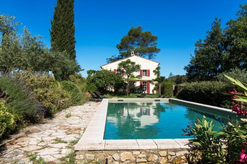 Saint-Antonin-du-Var Villa Sleeps 8 Pool WiFi : Hebergement proche d'Entrecasteaux