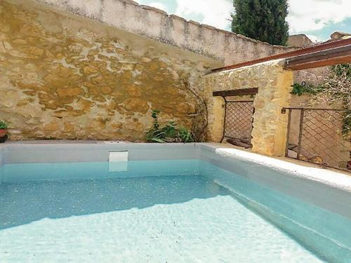 Three-Bedroom Holiday Home in Saint-Victor-la-Coste : Hebergement proche de Tavel
