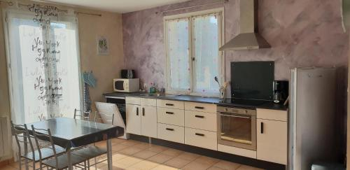 Roland & Maryline : Appartement proche de Saint-Michel-de-Chabrillanoux
