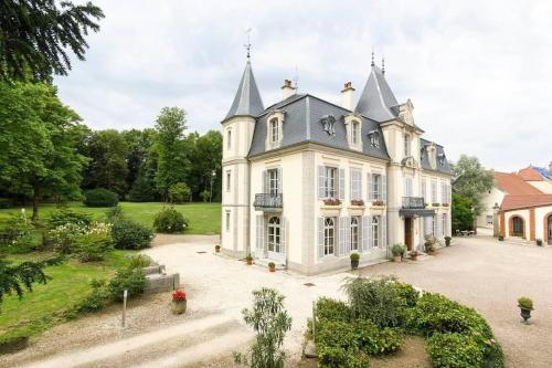 Château d'Epenoux : Chambres d'hotes/B&B proche d'Andelarrot