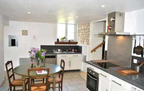 Holiday home Le Puy de Grazay : Hebergement proche de La Tour-Saint-Gelin