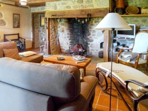 Holiday Home Senezergues : Hebergement proche de Vieillevie