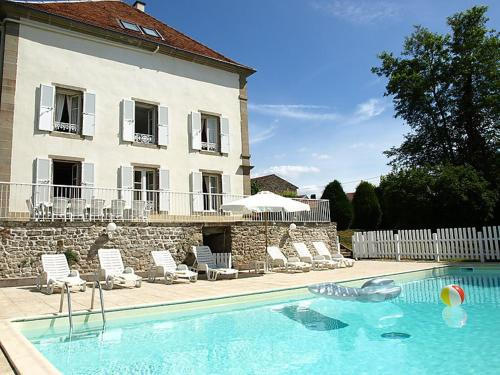 Saint-Julien-les-Metz Villa Sleeps 15 Pool WiFi : Hebergement proche de Tollaincourt
