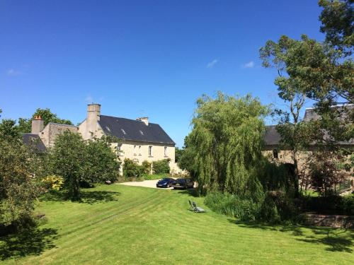 Self Catering 2nd Floor Le Manoir des Doyens - Sleeps 8 : Appartement proche de Saint-Paul-du-Vernay