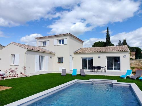 Saint-Siffret Villa Sleeps 6 Pool Air Con WiFi : Hebergement proche de Saint-Maximin