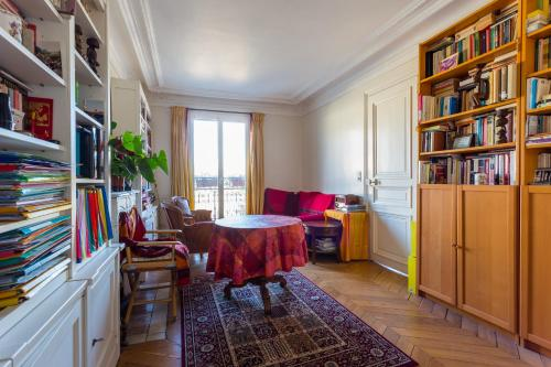 Appartement New! Typical flat in the heart of Paris!