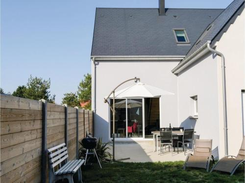 Two-Bedroom Holiday Home in Saint Germain sur Ay : Hebergement proche de Pirou
