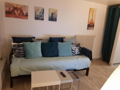 Near PARIS: Cozy Appartment at GARE Massy TGV & RER B and C : Appartement proche de Champlan