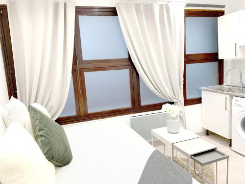 Beautiful apartments center of Paris : Chambres d'hotes/B&B proche de Montreuil