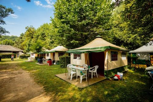 Team Holiday - Camping La Célestine : Hebergement proche de Champtercier