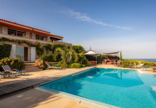 Verghia Villa Sleeps 13 Pool Air Con WiFi : Hebergement proche de Coti-Chiavari