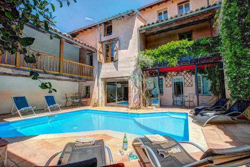 Gaillac Villa Sleeps 6 Pool WiFi : Hebergement proche de Saint-Gauzens