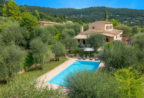 Saint-Marc-Jaumegarde Villa Sleeps 8 Pool Air Con : Hebergement proche de Saint-Vallier-de-Thiey