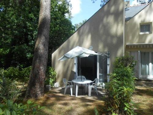House Au coeur du golf de saint-laurent- cottage 4 personnes : Hebergement proche de Locoal-Mendon