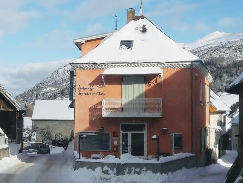 Auberge Buissonniere : Hotel proche de Mayres-Savel